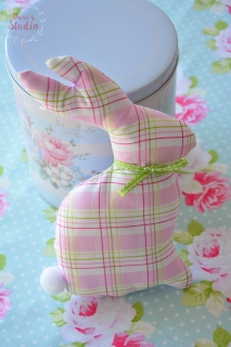 Deko Hase Pink Plaid